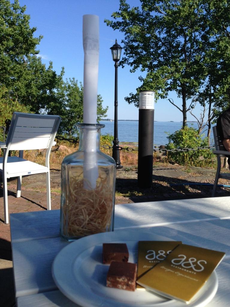 ravintola saari, kesä, kesäruokaa, lounas, pulloposti