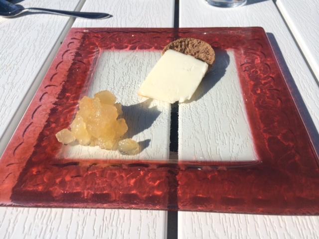 ravintola saari, kesä, kesäruokaa, lounas, juusto, omenahilloke, lähituotanto, pientila