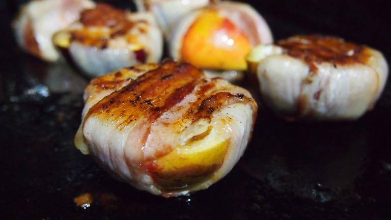 grillattu nektariini, pekoni, aurajuusto