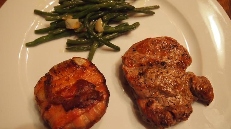 grillattu sisäfile, pavut, papu, grillattu nektariini, aurajuusto, pekoni
