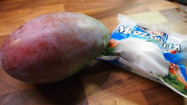 mango, mozzarella
