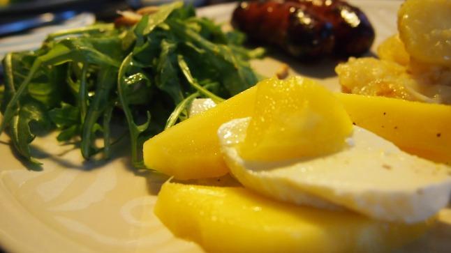 chorizo, rucolasalaatti, rucola, paremsan, pinjansiemen, mango, mozzarella, mango-mozzarellasalaatti, lämmin perunasalaatti, perunasalaatti